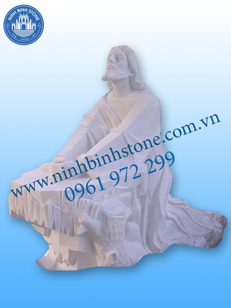 Tượng Chúa Giêsu đá