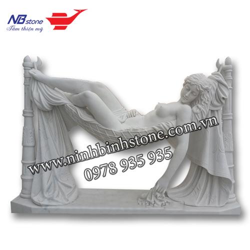 Tượng cô gái nằm võng bằng đá của Ninh Bình Stone