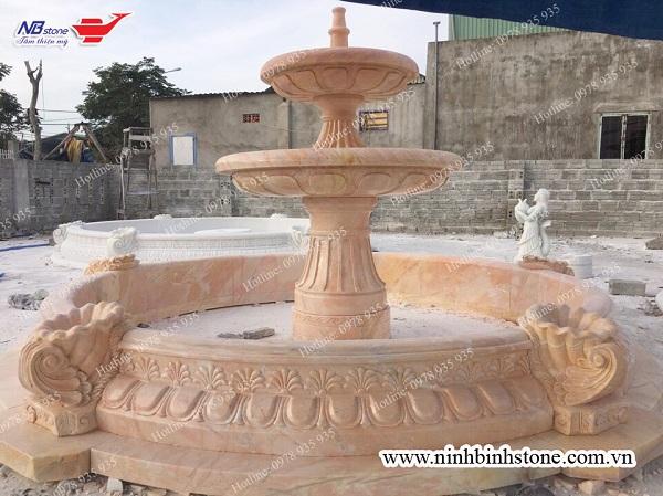 Mẫu tháp phun nước tiểu cảnh sân vườn lớn bằng đá vàng tự nhiên, chạm khắc hoa văn đẹp-Ninh Bình Stone