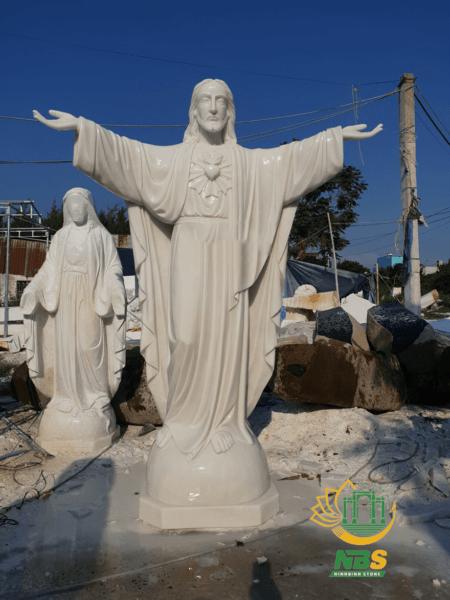 Một trong những tượng chúa đá đẹp nhất mà Ninh Bình Stone thực hiện